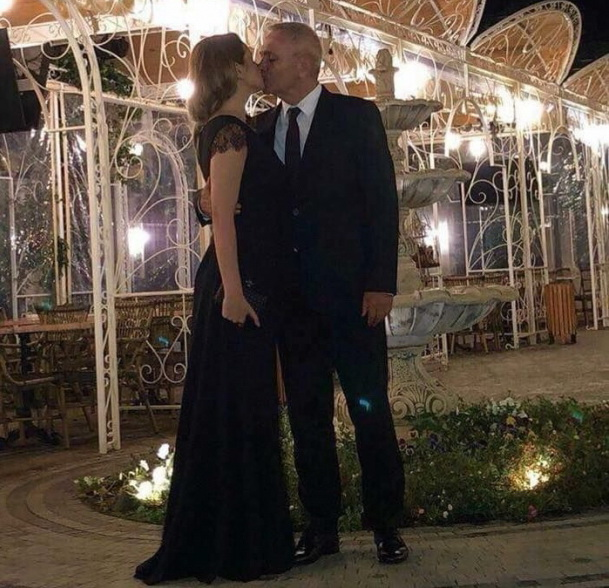 """Imaginea postata de iubita lui Liviu Dragnea: """"Dragostea nu tine cont de varsta"""""""