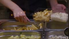 mancare cantina cartofi prajiti fast food