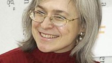 Anna_Politkovskaja_im_Gespräch_mit_Christhard_Läpple