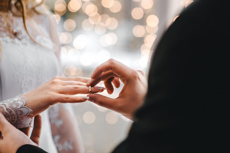 Femeia care cauta omul pentru nunta 2021)