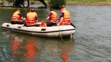 cautare barca lac ISU pompieri