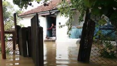 inundatii batrana in casa