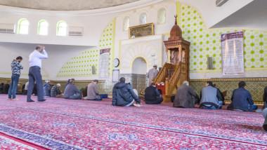 moschee rugaciune shutterstock