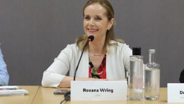 roxana wring_fb