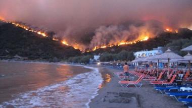 grecia foc incendiu flacari plaja