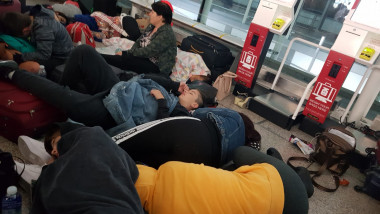 copii blocati aeroport stansted (3)