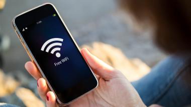 internet wi-fi shutterstock_344288096