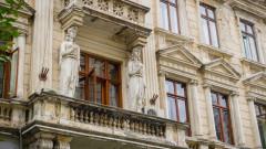 cladire istorica stricata distrusa fatada monument istoric shutterstock_746493619