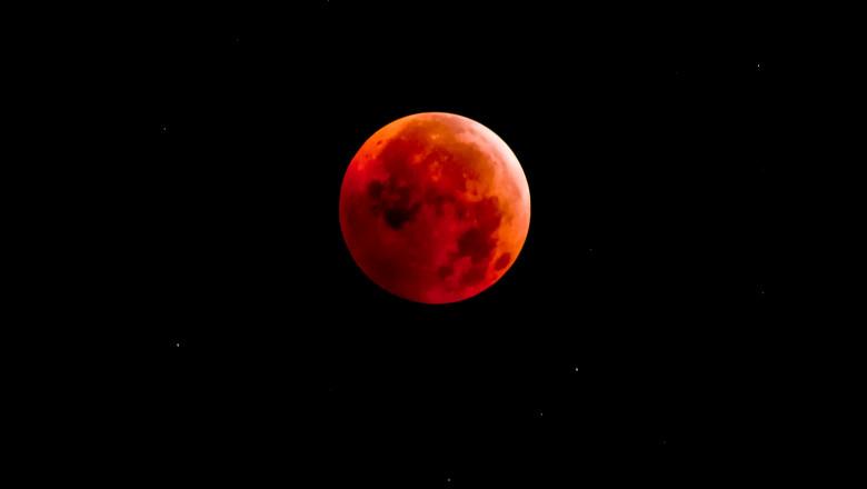 eclipsa de luna_shutterstock_166892216