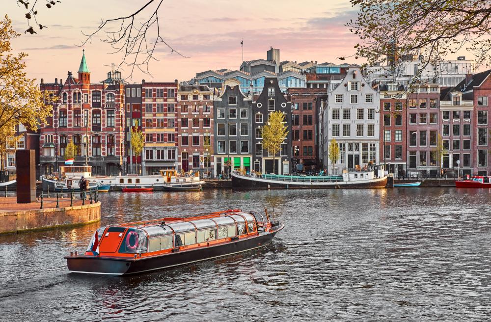 Turiștii care vizitează Amsterdamul vor plăti încă o taxă