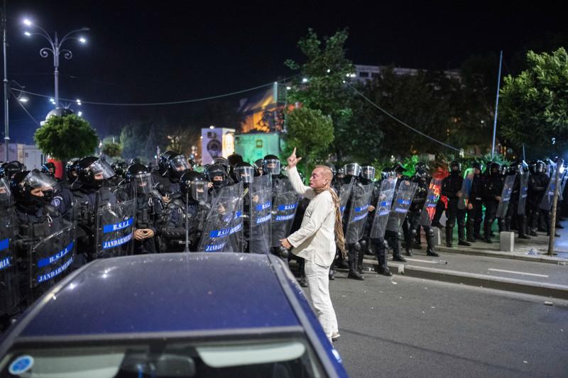 proteste omul in alb 180813_PARASCHIV_05_INQUAM_Photos_Alberto Grosescu