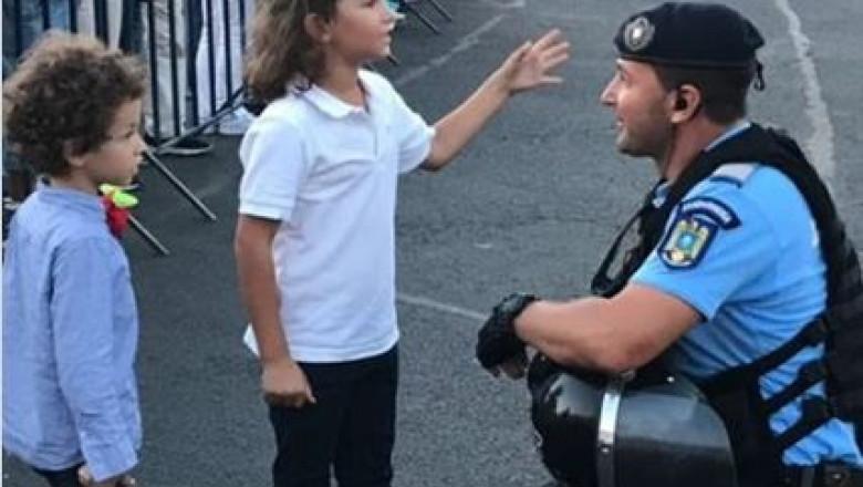 copii si jandarm protest_fb jandarmeria romana