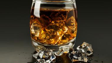 whiskey energizant alcool bautura