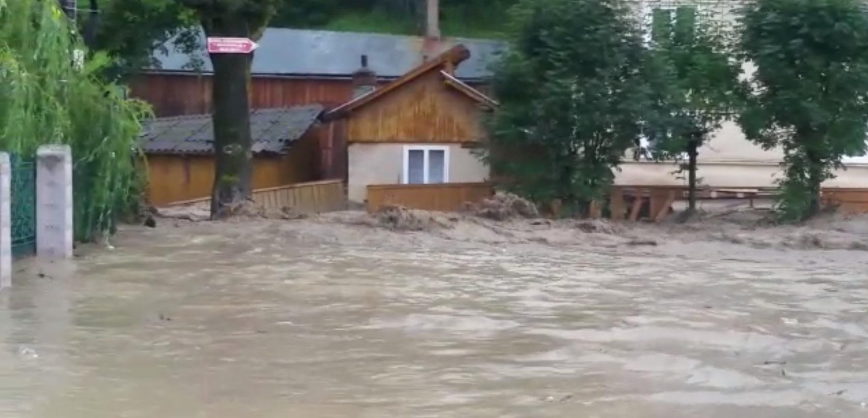 Cod roşu de inundaţii în Bistriţa-Năsăud. Oamenii din şapte localităţi, avertizaţi prin Ro-Alert