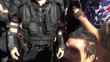 barbat scaun cu rotile pistol jandarm 2