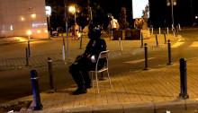 original-jandarm-pe-scaun-protest