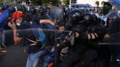 gaze lacrimogene protest piata victoriei 10 august_inquam ganea (3)