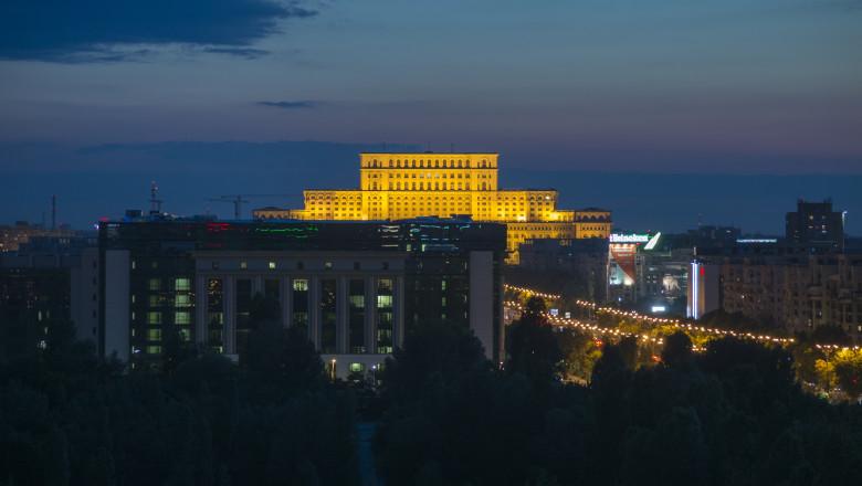 bucuresti romania cer casa poporului parlament vreme meteo seara