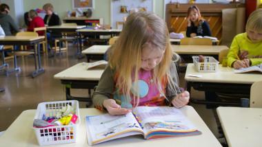 scoala finlanda eleva sala de clasa_shutterstock_341286671