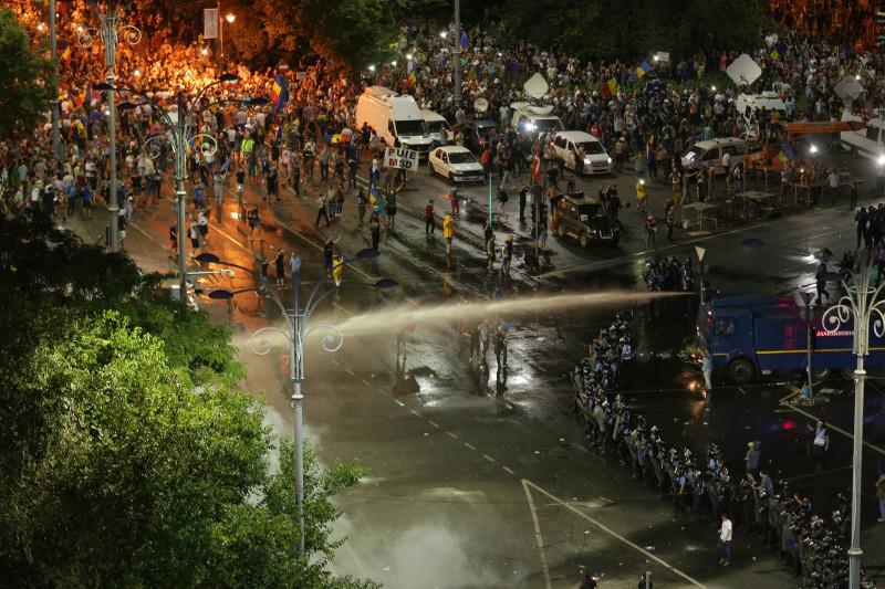 interventie jandarmi violente protest bucuresti 10 august_inquam ganea (4)