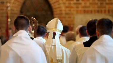 preoti catolici generic shutterstock_653291812