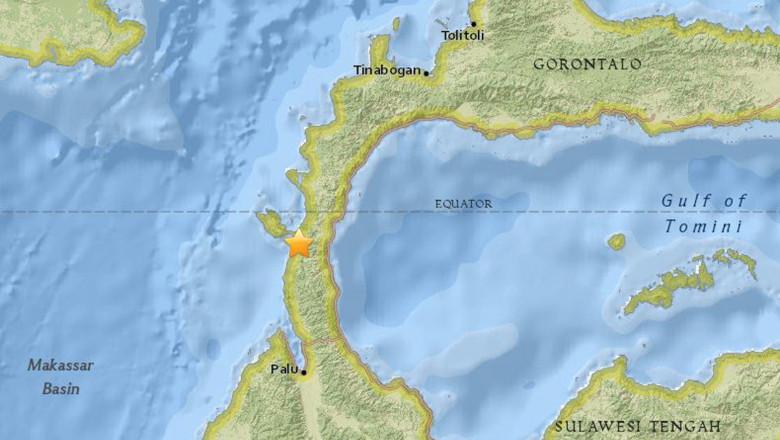7.7 magnitude earthquake strucks off Indonesia