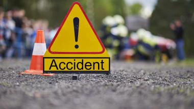 semn de accident_shutterstock_356091701