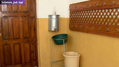 """Școală fără apă și cu toalete în curte. Viceprimar: """"Nu cred că sunt condițiile atât de rele"""""""