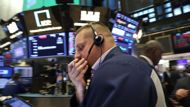 Dow Jones Industrials Average Falls Over 200 As Interest Rates Rises