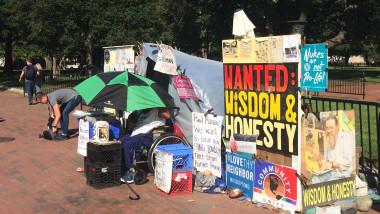 Cel mai lung protest continuu. Sau cum să militezi pentru pace timp de 37 de ani, în fața Casei Albe