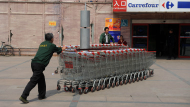 Reprezentanţii Carrefour reacţionează după alerta privind prezenţa Listeria în salatade icre și de humus