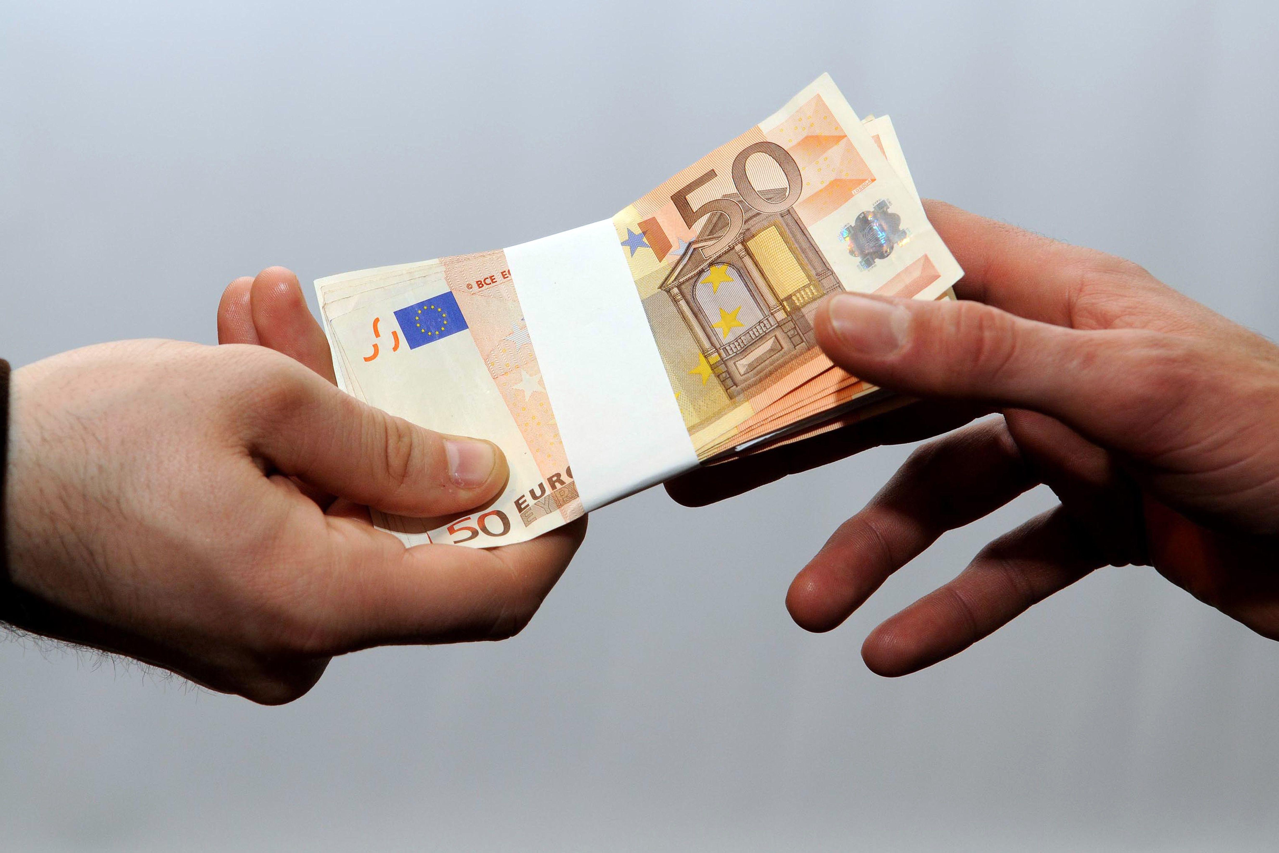 Leul, singura moneda din estul Europei care se devalorizeaza