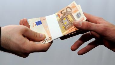 bani euro maini shutterstock_571557040