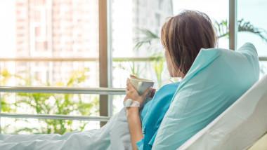 femeie in spital operatie