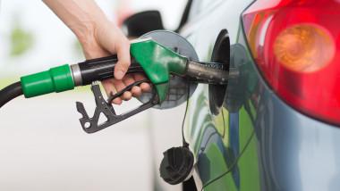 pompa de benzina alimentare masina shutterstock_154471376