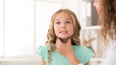 amigdale durere gat doctor copil bolnav raceala