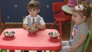 copii mancare cresa