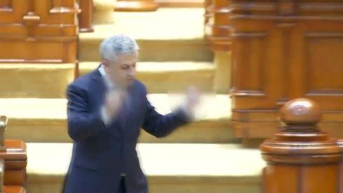"""Cum justifica Iordache semnele obscene, intr-un schimb de replici cu un deputat USR: """"A fost un spasm"""""""