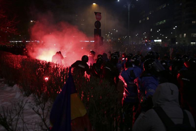 170201_PIATA_VICTORIEI_PROTEST_VIOLENTE_00_INQUAM_Octav_Ganea