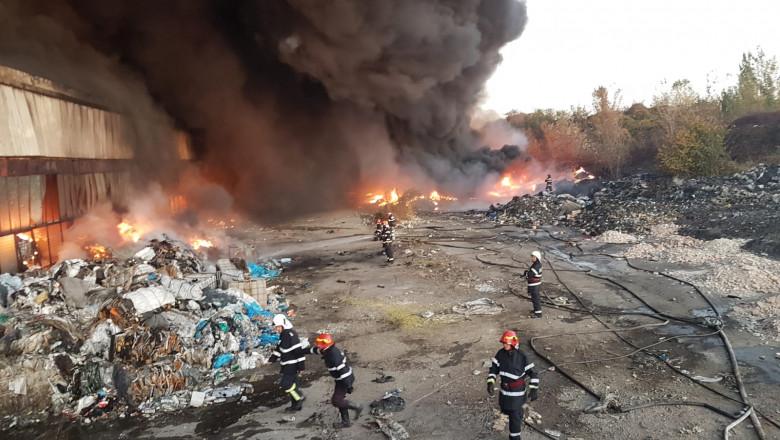 Incendiu depozit de mase plastice ISU Prahova 111118 (5)