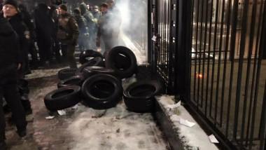 proteste ambasada rusiei kiev - twitter