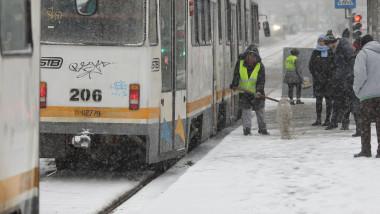 tramvai stb cod galben vremea meteo iarna ninsoare_inquam photos octav ganea (2)