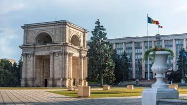 arc-triumf-chisinau-republica-moldova-shutterstock_1159975402