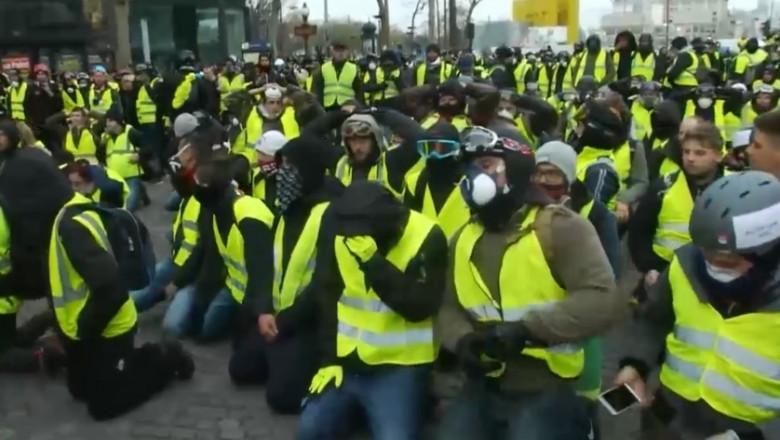 proteste franta manifestanti genunchi