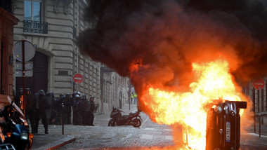'Yellow Vests' Return to Paris Streets