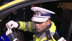 politist arata maimuta