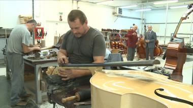 Povestea extraordinară a celui mai mare producător de instrumente muzicale din Europa: Hora Reghin