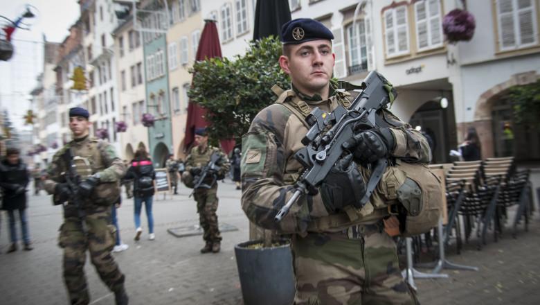 militari-strasbourg-targ-de-craciun-GettyImages-1072130270.jpg
