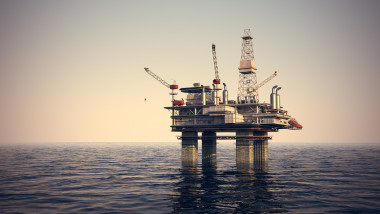 sonda-petroliera-marea-neagra-shutterstock_124714042