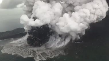 eruptie-vulcan-Anak-Krakatoa